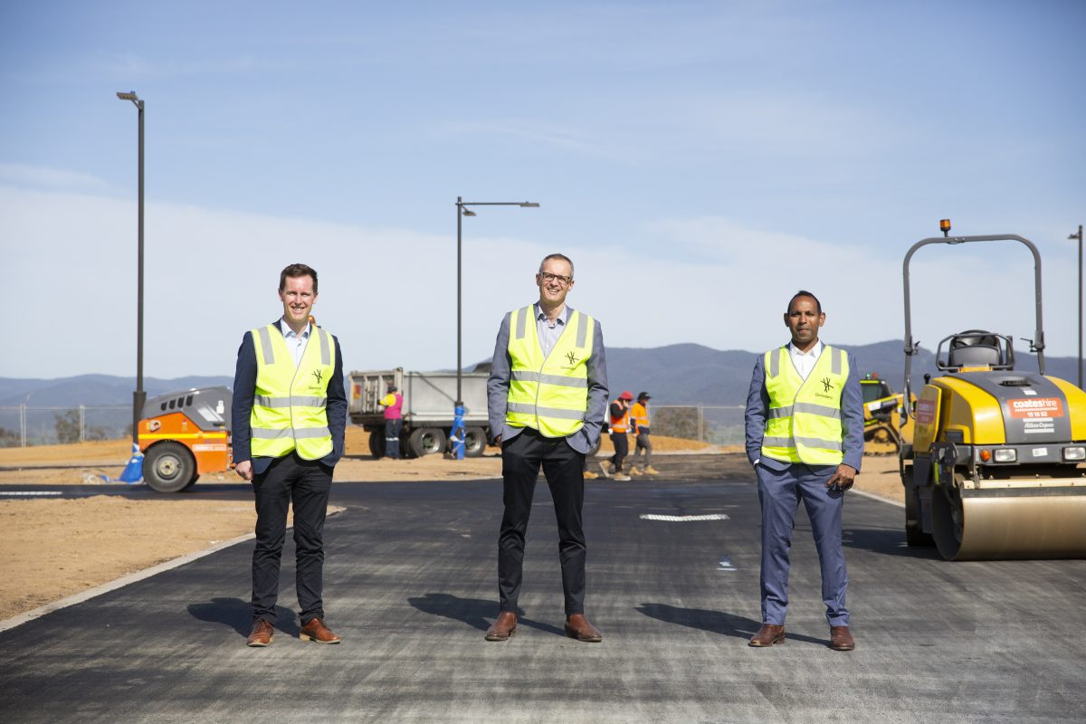 From plastic bags to streets – Ginninderry spearheads adoption of recycled asphalt in Strathnairn, with 4,200 tonnes planned.